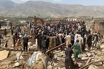 Práce záchranářů po bleskových záplavách v Afghánistánu