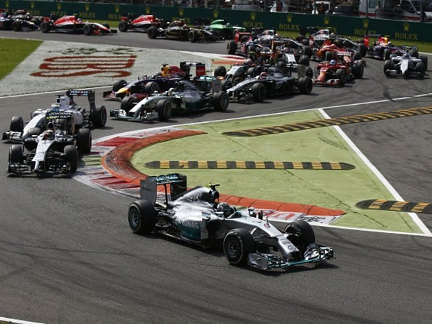 Nico Rosberg v čele Velké ceny Itálie.
