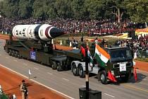 Indové slavili Den republiky, armáda jim ukázala jaderný nosič.