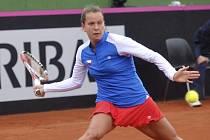 Barbora Záhlavová-Strýcová v prvním kole Fed Cupu proti Carle Suárezové ze Španělska.