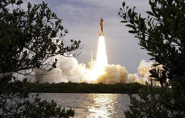 Raketoplán Atlantis na historické misi, která po 30 letech uzavřela éru těchto vesmírných plavidel.