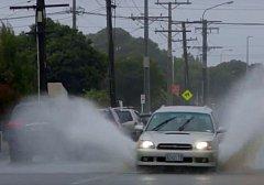 Cyklon Fehi zaplavil na Novém Zélandu silnice