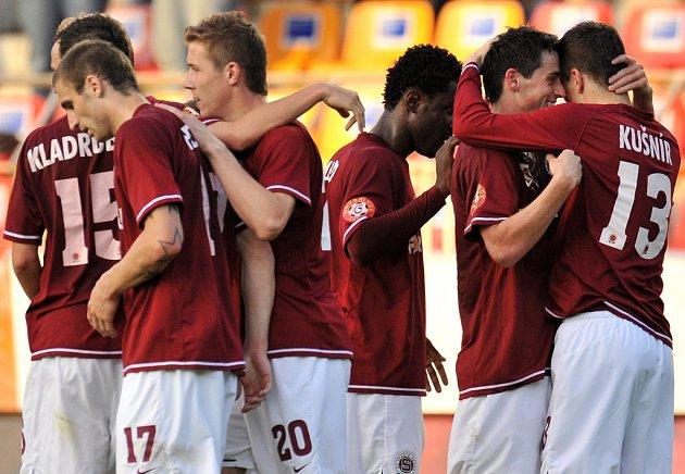 Fotbalisté Sparty se radují z vítězství nad Teplicemi v semifinále Poháru ČMFS.