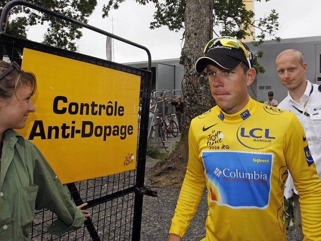 Na slavnou Tour de France znovu dolehl dopingový stín. Podle čtvrtečního prohlášení organizátorů se hned v úvodní etapě cyklistického závodu provinil Španěl Manuel Beltrán. Dopingové zkoušce se nevyhnul ani Kim Kirchen (na snímku).
