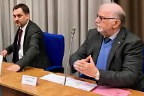 Jaroslav Hanák a Jan Rafaj ze Svazu průmyslu a dopravy ČR na jednání tripratity