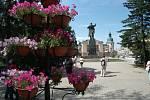 Irkutsk - zajímavé město, původně zimoviště Kozáků a středisko obchodu. A také hospoda U Švejka, zlatem se lesknoucí kostely, Lenin na hlavním náměstí