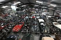 Jaguar Land Rover koupil největší soukromou sbírku klasických britských vozů na světě.