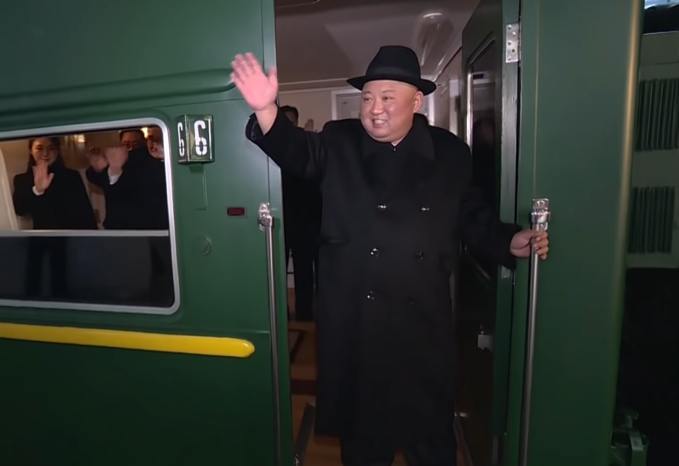 Kim Čong-un ve svém obrněném vlaku