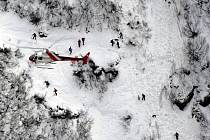 Záchranné práce probíhající po pádu laviny. Ilustrační snímek