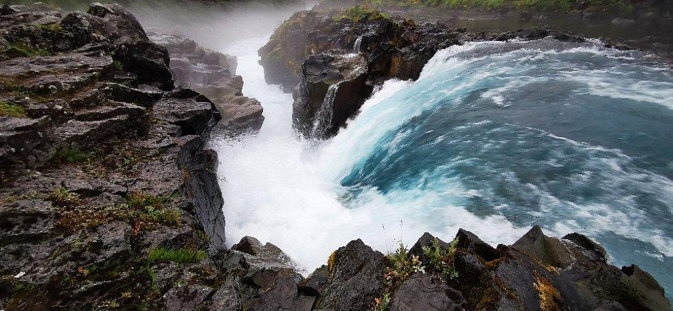 Modrý ledovcový vodopád