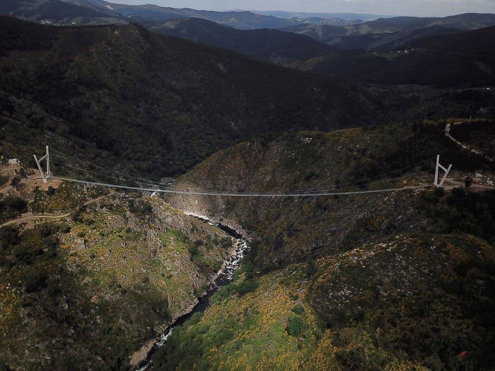 Nejdelší visutý most pro pěší na světě v Portugalsku.