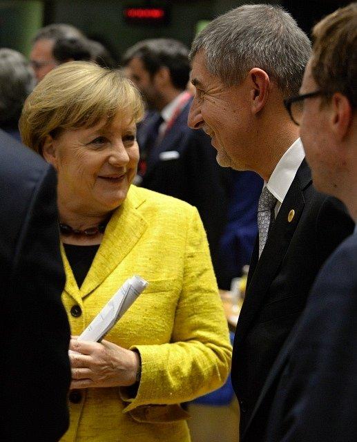 Český premiér Andrej Babiš hovoří 14. prosince 2017 v Bruselu před summitem EU s německou kancléřkou Angelou Merkelovou.