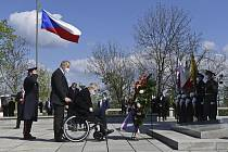 Prezident Miloš Zeman položil věnec u hrobu Neznámého vojína na pražském Vítkově při pietním aktu uspořádaném 8. května 2021 u příležitosti 76. výročí ukončení druhé světové války.