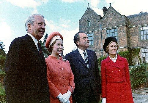 """Královnin majetek se odhaduje zhruba na 300 miliónů liber. Slušné číslo, řekli bychom, v Británii Alžběta nicméně patří mezi """"chudší boháče"""". V žebříčku nejbohatších lidí na ostrovech jí údajně patří až 257. příčka."""