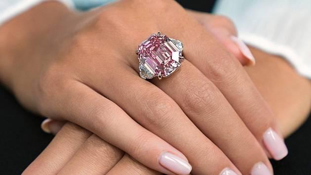 Padne světový rekord  Růžový diamant Pink Legacy míří do dražby ... 1b427a33f92