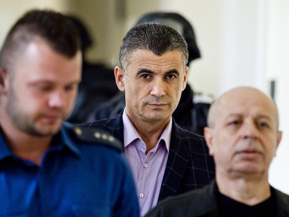 Alí Fajád, Faouzi Jaber a Chálid Marabi (vpravo) chtěli podle obžaloby prodat zbraně a drogy v přepočtu za 160 milionů korun americkým agentům předstírajícím, že jsou členy kolumbijské teroristické organizace.