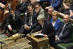 Britská premiérka Theresa Mayová na půdě parlamentu před hlasováním o brexitové dohodě