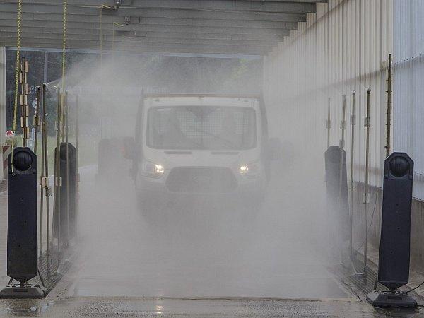 Ford podrobil Transit testům, kterém měly během šesti měsíců nasimulovat 10let pracovního nasazení.