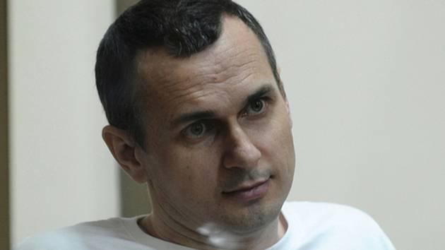 Ukrajinský režisér Oleg Sencov u soudu v ruském Rostově na Donu.