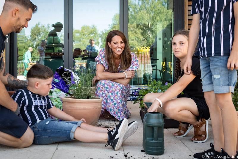 Vévodkyně Kate při návštěvě zahradnictví Fakenham Garden Centre
