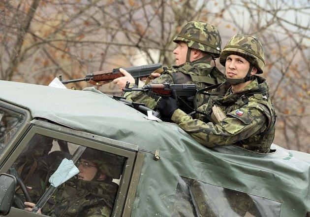 Poslanci neschválili návrh upravující působení vojáků v zahraničí v příštím roce.