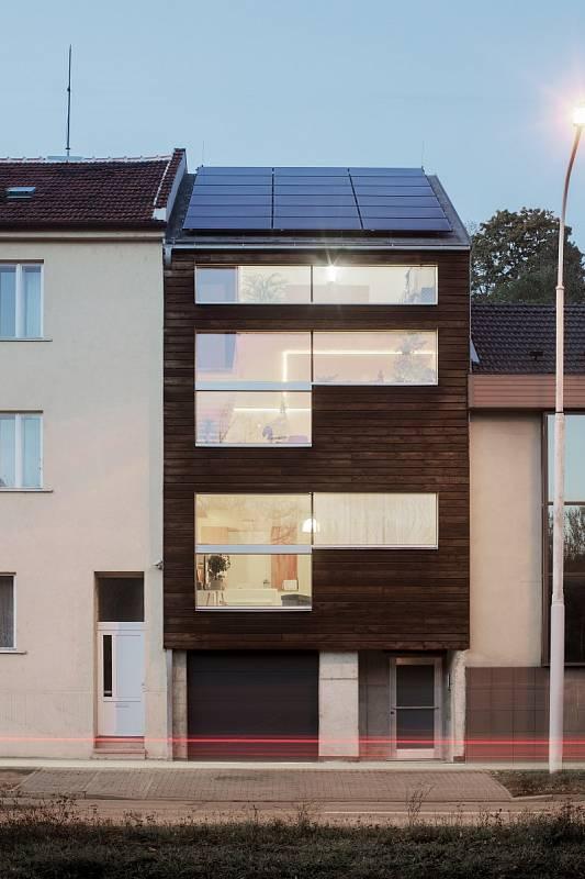 CLT panel NOVATOP byl využit při výstavbě plusového řadového domu v Brně, projekt připravil Vize Ateliér.
