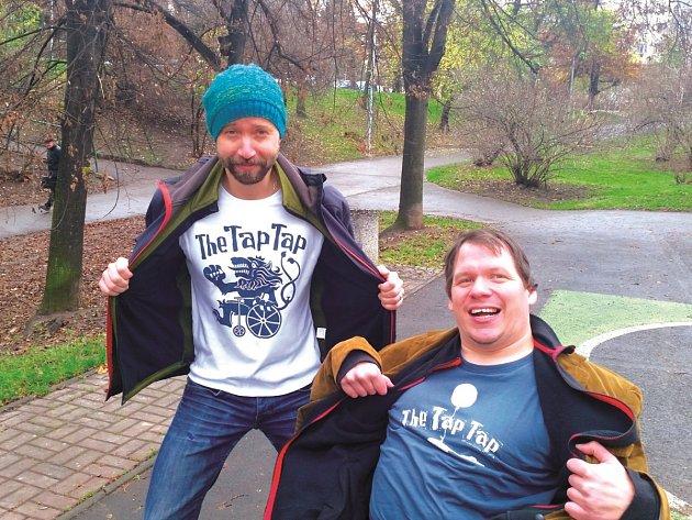 DUO. Někdy kapelu pokutuju. I sebe, říká Šimon Ornest (vlevo). Vpravo Ladislav Angelovič.