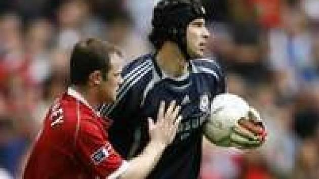 Petr Čecha a Wayne Rooney