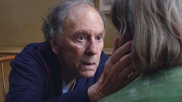Hlavní cenu, Zlatou palmu, na letošním mezinárodním filmovém festivalu v Cannes dostal snímek Amour (Láska) Rakušana Michaela Hanekeho. Hlavní role hrály legendy francouzského filmu, jednaosmdesátiletý Jean-Louis Trintignant a Emmanuelle Riva.