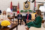 Americký prezident Donald Trump s manželkou Melanií a český premiér Andrej Babiš s manželkou Monikou v Bílém domě.