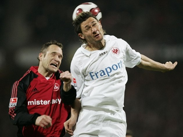Roman Polák (vlevo) bude opět po sedmi letech oblékat dres Norimberka. Pomůže mu zpět do Bundesligy?