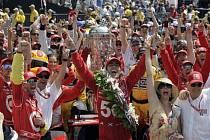 Dario Franchitti vyhrál slavný závod Indy 500.