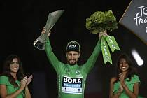 Slovenský cyklista Peter Sagan v zeleném dresu po nejlepšího sprintera po dojezdu poslední etapy Tour de France 2019