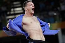 Judista Lukáš Krpálek se raduje ze zlaté medaile na olympijských hrách v Riu.