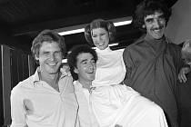Na snímku z roku 1978 zleva herci Harrison Ford, Anthony Daniels, Carrie Fisherová a Peter Mayhew