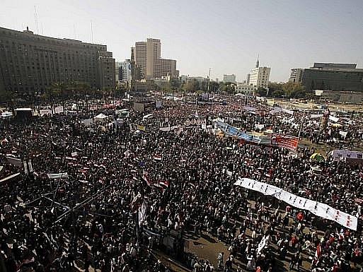 Tisíce Egypťanů na náměstí Tahrir