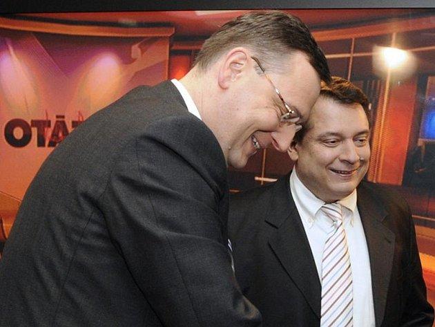 Předseda ČSSD Jiří Paroubek (vpravo) a volební lídr a místopředseda ODS Petr Nečas byli 11. dubna v Praze hosty diskusního pořadu České televize Otázky Václava Moravce.