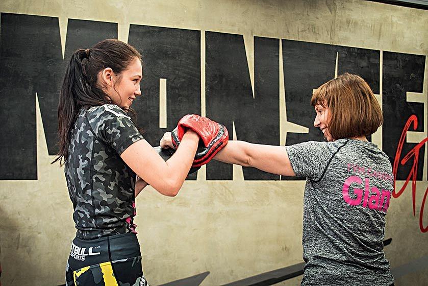 Nadějná MMA zápasnice Valentina Vacková mi poskytla úvod dosparingu.