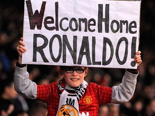 Cristiano Ronaldo si na Old Trafford mohl připadat jako doma.
