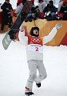 Shawn White se raduje z olympijského triumfu.