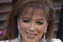 Ve věku 77 let zemřela v sobotu na rakovinu prsu americká spisovatelka britského původu Jackie Collinsová.