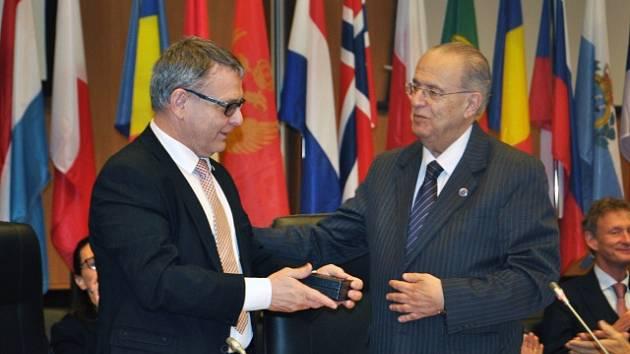 LUBOMÍR ZAORÁLEK a IOANNIS KASOULIDIS na Kypru na zasedání Rady Evropy