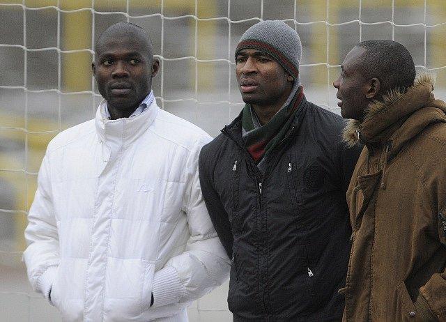 S parťákem. Abena (vlevo) s někdejším sparťanským spoluhráčem Léonardem Kweukem.
