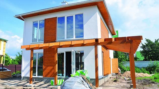 U domu s téměř nulovou spotřebou energie nejde jen o to, jak udržet teplo uvnitř, ale i jak ho udržet v létě venku