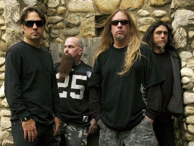 Kapela Slayer v roce 2009. Jeff Hanneman vpředu (s dlouhými blond vlasy)