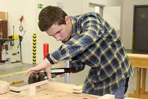 Ať už pracujete s kovem nebo se dřevem, dovybavit dílnu se vždy hodí.