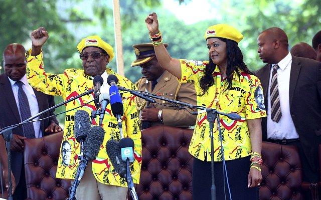 Robert Mugabe se svou ženou Grace Mugabe.
