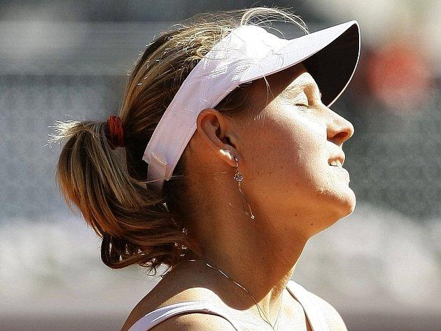Zklamaná Lucie Šafářová po nepovedeném míčku v zápase s Rusko Dinarou Safinovou.