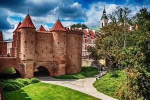 Varšavský barbakan, pevnost,  patří mezi nejoblíbenější turistické atrakce polské metropole.