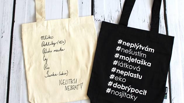 Plátěná taška má ministerstvu životního prostředí pomoci v boji proti taškám igelitovým